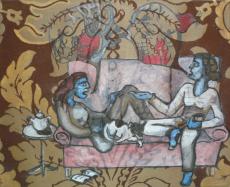 Två kvinnor med hund i soffa
